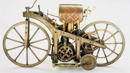 První motocykl na světě byl vyroben ve Stuttgartu v roce 1885