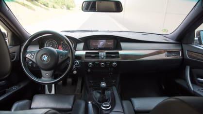 BMW 530i E60 interiér 7