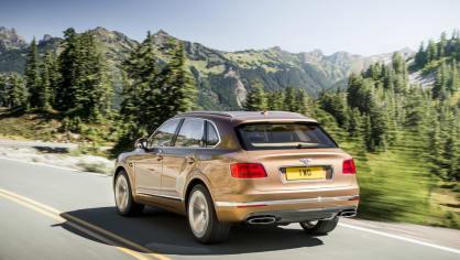 Luxusní dvanáctiválcové SUV Bentley Bentayga. 2