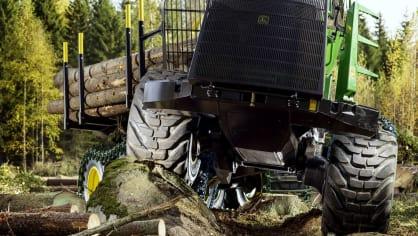 Působivá technika pro lesní těžbu. Většinou obouvá Nokiany. 12