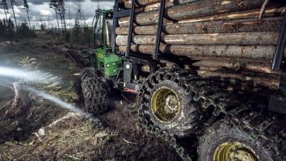 Působivá technika pro lesní těžbu. Většinou obouvá Nokiany. 6