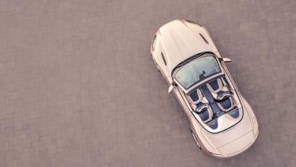 Nádherný roadster Aston Martin DB11 Volante. 11