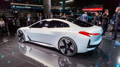 Působivé koncepty BMW na stánku ve Frankfurtu 24