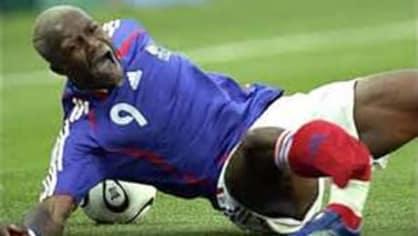 Důkaz že ani fotbal není procházka růžovým sadem
