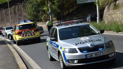 Policie ukázala drsnou honičku v Praze. Agresivní řidič na drogách zničil čtyři auta 5