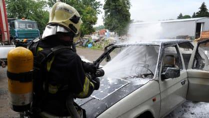 Požár zničil elektrickou Škodu Favorit 8