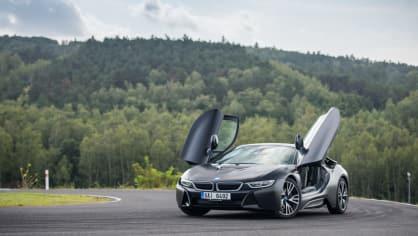 BMW i8 Protonic Frozen v matně černém laku. 1