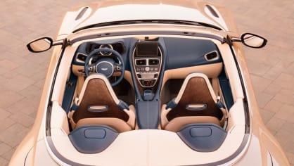 Nádherný roadster Aston Martin DB11 Volante. 13