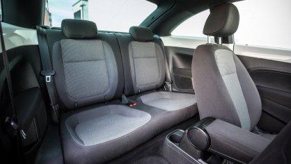 Volkswagen Beetle 1.2 TSI interiér 11