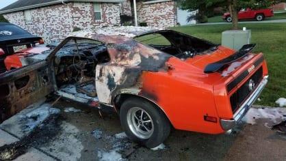 Někdo pro zábavu zapálil Mustang postiženého chlapce 4