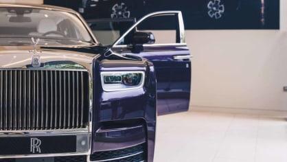 První Rolls-Royce Phantom už je na prodej. Fialový s bílou kůží 1