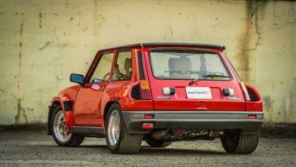 Renault 5 Turbo ve vzácné verzi Evolution. 8
