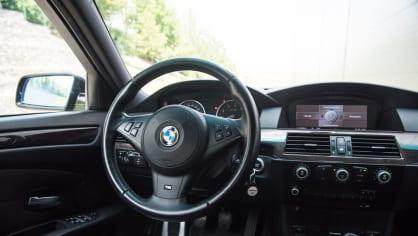 BMW 530i E60 interiér 8