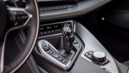BMW i8 Protonic Frozen v matně černém laku. 9