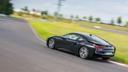 Provětrali jsme hybridní BMW i8 v edici Protonic Frozen. 16