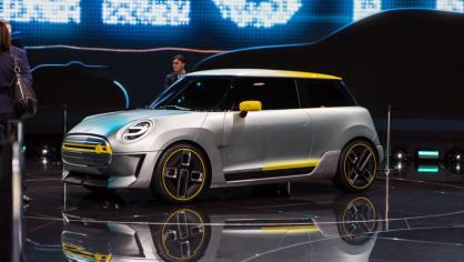 Působivé koncepty BMW na stánku ve Frankfurtu 14