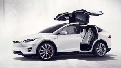 1. Tesla Model X P90D - 3,4 sekundy v režimu Ludicrous, elektromotory s výkonem 193 kW předu a 375 kW vzadu