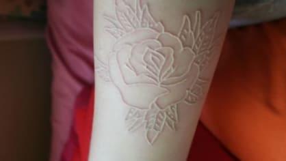Krásný motiv pro bílé tetování