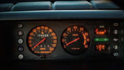 Renault 5 Turbo ve vzácné verzi Evolution. 39