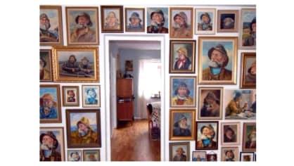 Sbírá různé verze malby námořníka