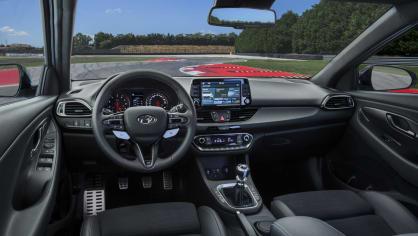 Prohlédněte si ostrý hatchback Hyundai i30 N do detailu. 12
