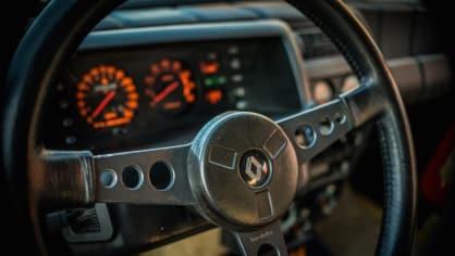 Renault 5 Turbo ve vzácné verzi Evolution. 31