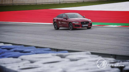 Jaguar - palba na okruhu 8