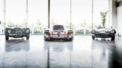 Stovky klasických Jaguarů a Land Roverů v obřím centru 8