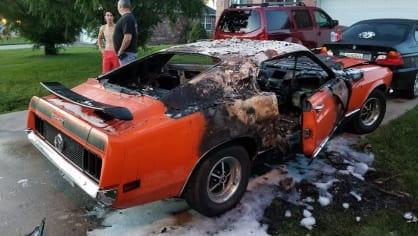 Někdo pro zábavu zapálil Mustang postiženého chlapce 3