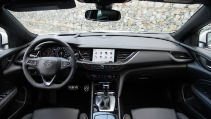 Opel Insignia Grand Sport 2.0 Turbo 4x4 interiér 2