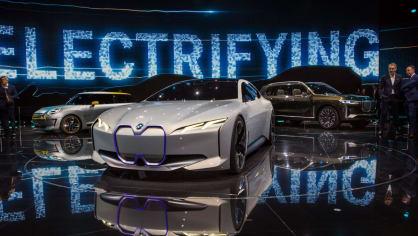 Působivé koncepty BMW na stánku ve Frankfurtu 12