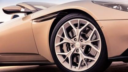 Nádherný roadster Aston Martin DB11 Volante. 17