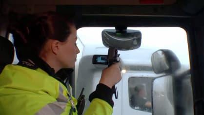 Řidiče kamionů hlídají maskované policejní tahače 6
