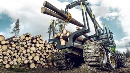 Působivá technika pro lesní těžbu. Většinou obouvá Nokiany. 1