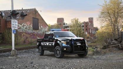 Působivý offroad Ford F-150 v policejním provedení. 3