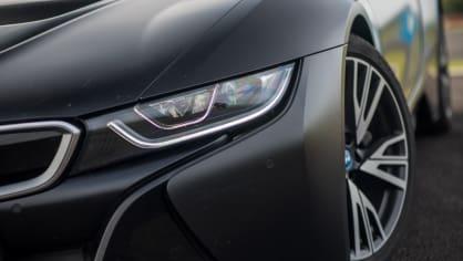 BMW i8 Protonic Frozen v matně černém laku. 15