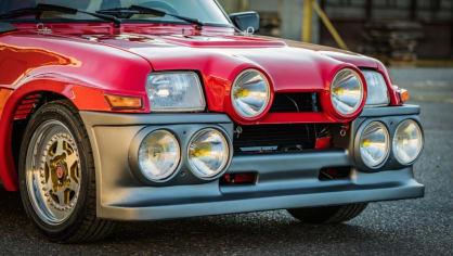 Renault 5 Turbo ve vzácné verzi Evolution. 19