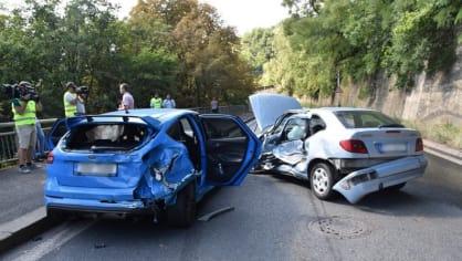 Policie ukázala drsnou honičku v Praze. Agresivní řidič na drogách zničil čtyři auta 14