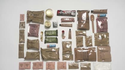 Austrálie: Na počet částí je australský balíček zdaleka nejbohatší. Je plný dobrot: dvě čokolády, sladkosti a několik nápojů vojáky potěší.