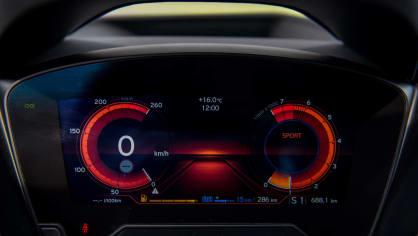 BMW i8 Protonic Frozen v matně černém laku. 12