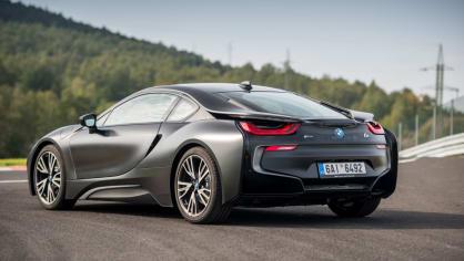 BMW i8 Protonic Frozen v matně černém laku. 5