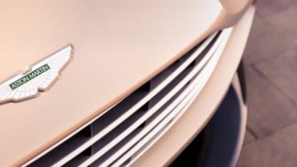 Nádherný roadster Aston Martin DB11 Volante. 19