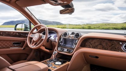 Luxusní dvanáctiválcové SUV Bentley Bentayga. 5