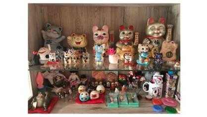 Sbírá Maneki Neko - kočky pro štěstí
