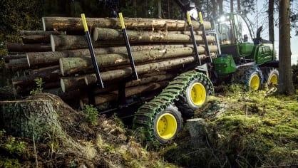 Působivá technika pro lesní těžbu. Většinou obouvá Nokiany. 13
