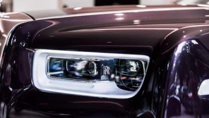 První Rolls-Royce Phantom už je na prodej. Fialový s bílou kůží 2