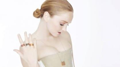 Lily Cole a její gumové šperky