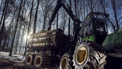 Působivá technika pro lesní těžbu. Většinou obouvá Nokiany. 7