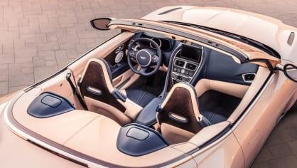 Nádherný roadster Aston Martin DB11 Volante. 12