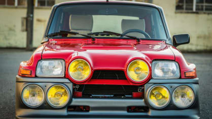 Renault 5 Turbo ve vzácné verzi Evolution. 20